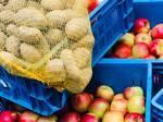 Prodej jablek a brambor